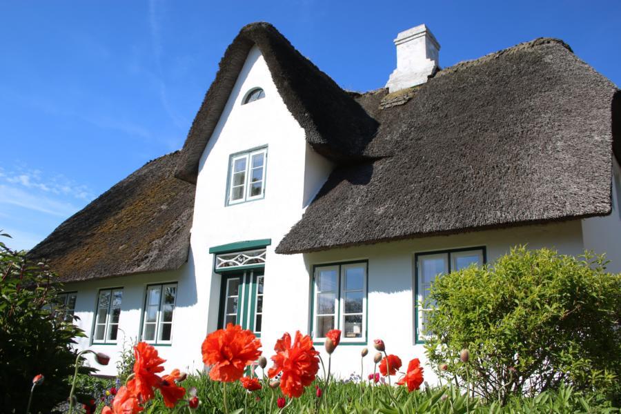 Typisch Sylt: Romantische Inselhäuser in kleinen Dörfern