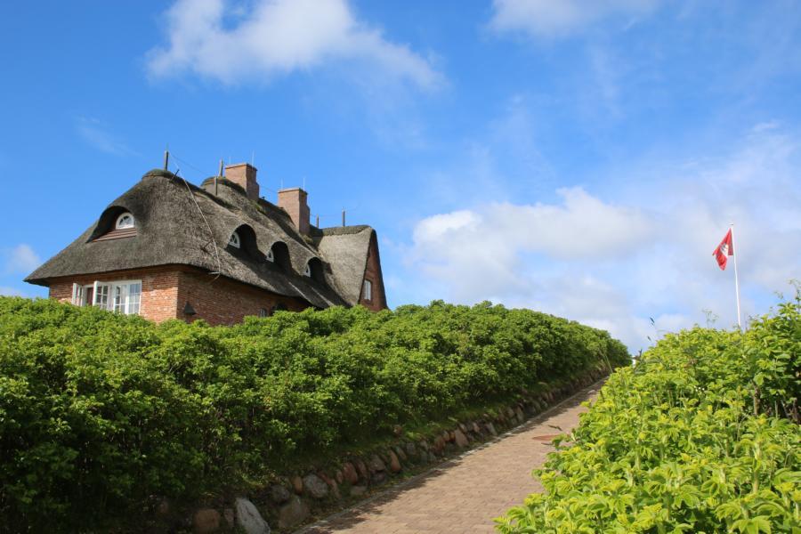 Typisch Sylt: Komfortabel Wohnen unterm Reetdach