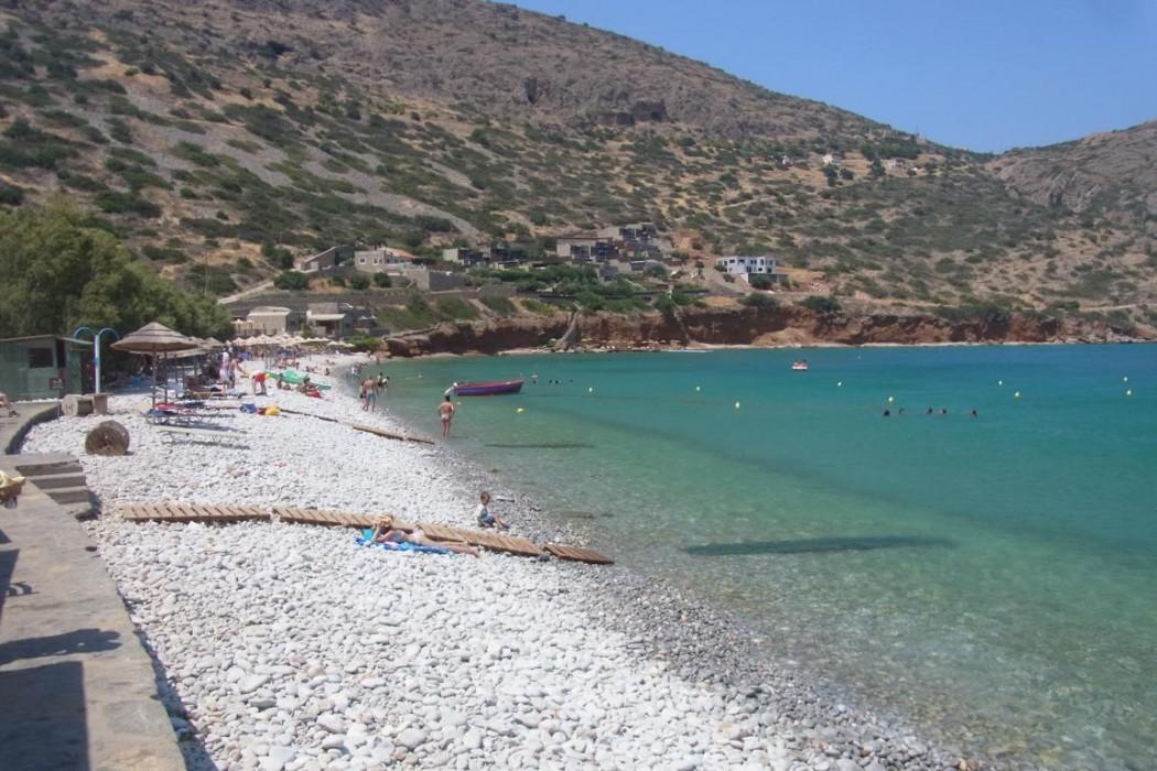 Typisch Kreta: Kieselstrand bei Plaka