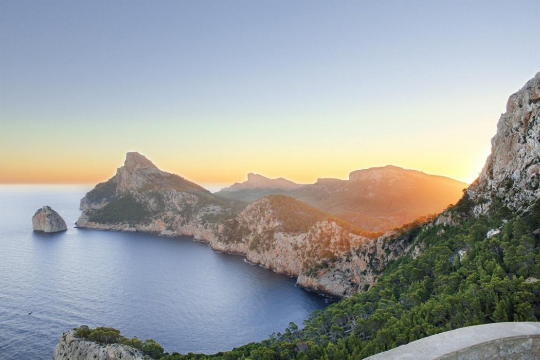 Typisch Mallorca: Sonnenuntergang bei Cap Formentar im Norden