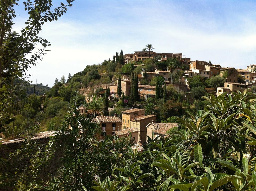 Typisch Mallorca: Schöne Dörfer wie Deia im Tramuntana-Gebirge