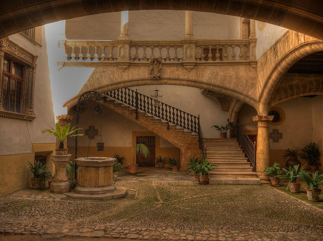 Typisch Mallorca: Faszinierende Atriumhöfe in Palma de Mallorca