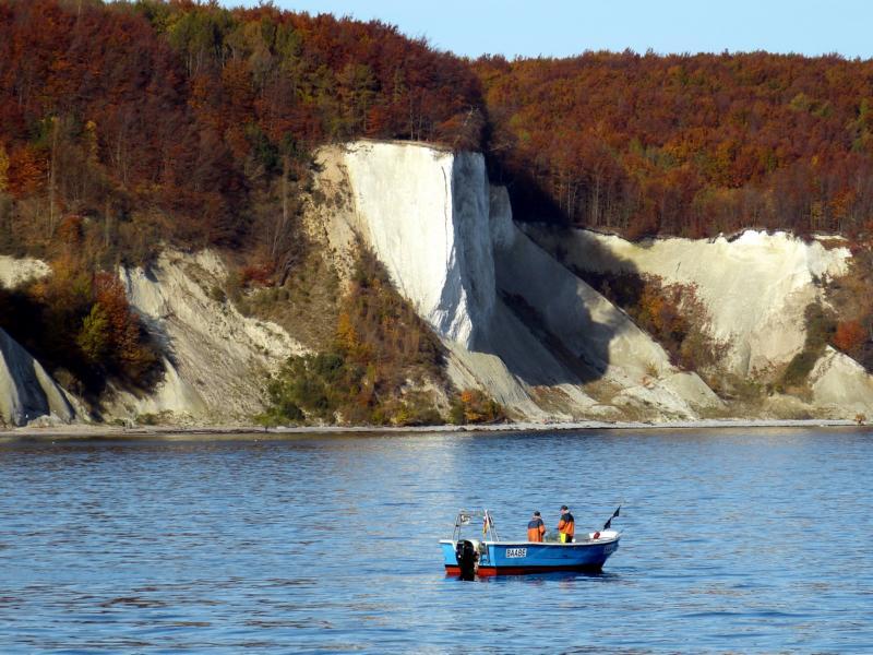 Typisch Rügen: Malerische Steilküste mit Kreidefelsen