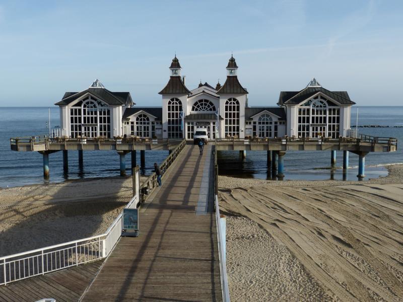 Typisch Rügen: Ostseebäder und Seebrücken