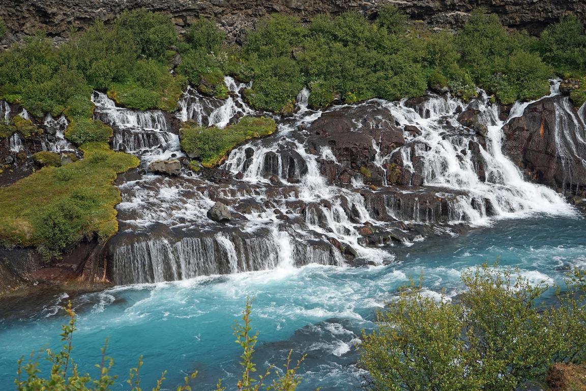 Typisch Island: Dramatische Wasserfälle wie der Barnavoss