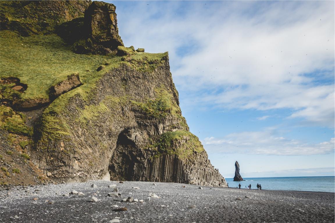 Typisch Island: Archaische Strände wie der Reynisdrangar bei Vik