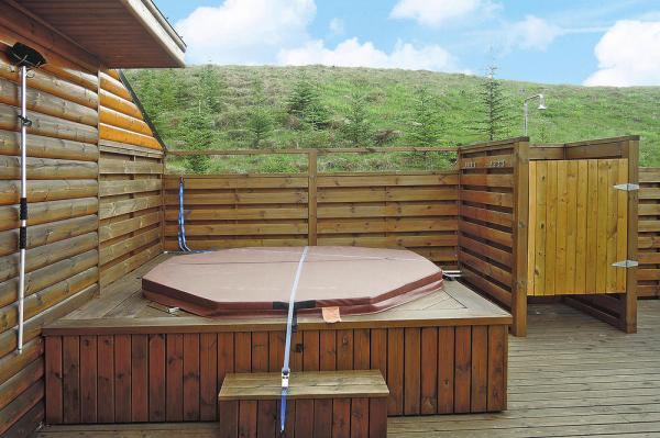 xxl ferienhaus mit hot pot bei fl dir island insel in sicht. Black Bedroom Furniture Sets. Home Design Ideas